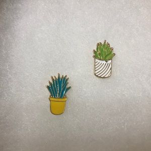 Jewelry - Set of 2 Cactus Pins